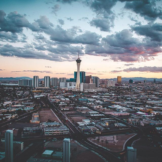 A breathtaking photo of #DowntownVegas at dusk... Can you feel the chill in the air?! https://t.co/KipGfU5zWh