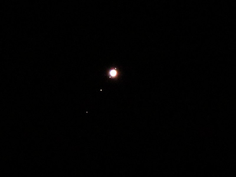 Pretty pleased with this #Jupiter and four Galilean moons 2.30am 21/12/15 hand held #astronomy @SkyandTelescope https://t.co/dnW7u7oXb5