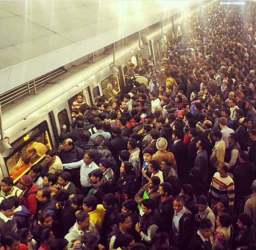 Those who tweeting away the success of odd-even claiming all cool: this is what rajiv chowk stn looking like https://t.co/gkgQm6bK2K