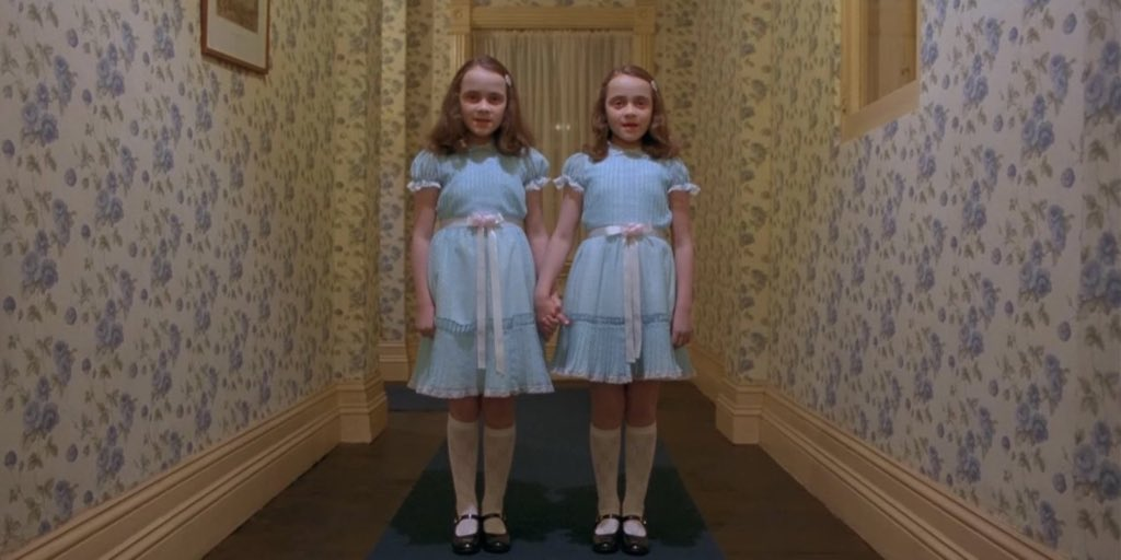 "All I see when the twins got out of the limo and say ""Hi there"" in unison. #TheBachelor https://t.co/0Z7Gkrl2cK"