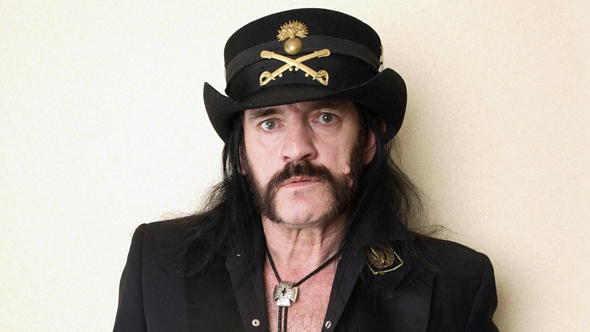 Lemmy has passed away at the age of 70 https://t.co/gZBUCTjUub https://t.co/pDAZZztZd9