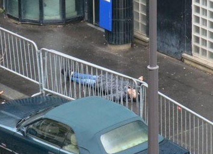 Quand tu veux te suicider au nom d'Allah et tu finis dans la position de Jésus sur la croix ! #barbes #paris #karma https://t.co/2oz9DOIYsO