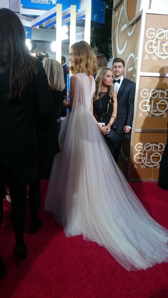 The back of Lily James' dress is uhmayzing #GoldenGlobes https://t.co/VXjctr7bi4