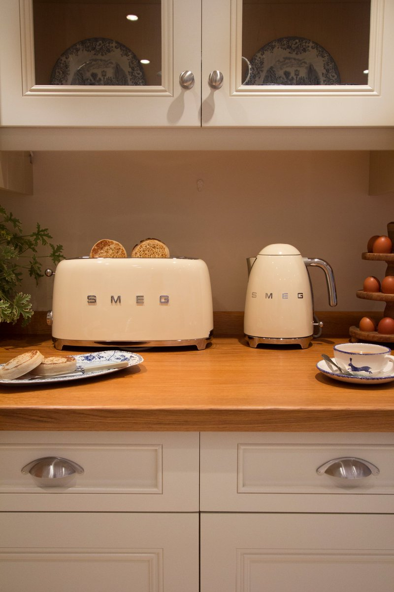 "Last chance to #WIN @smeguk ""Breakfast set"" in colour of your choice RT & FLW us before you're ""toast""! Winner at 4! https://t.co/fDhskncK2d"