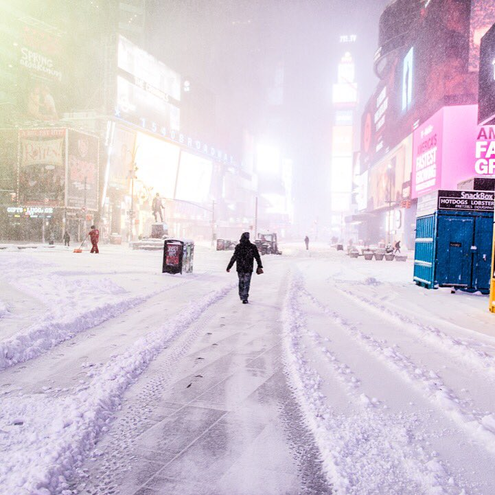 Time Square has never looked so good. #nyc #nycblizzard #jonas https://t.co/qhAqeLcBRN