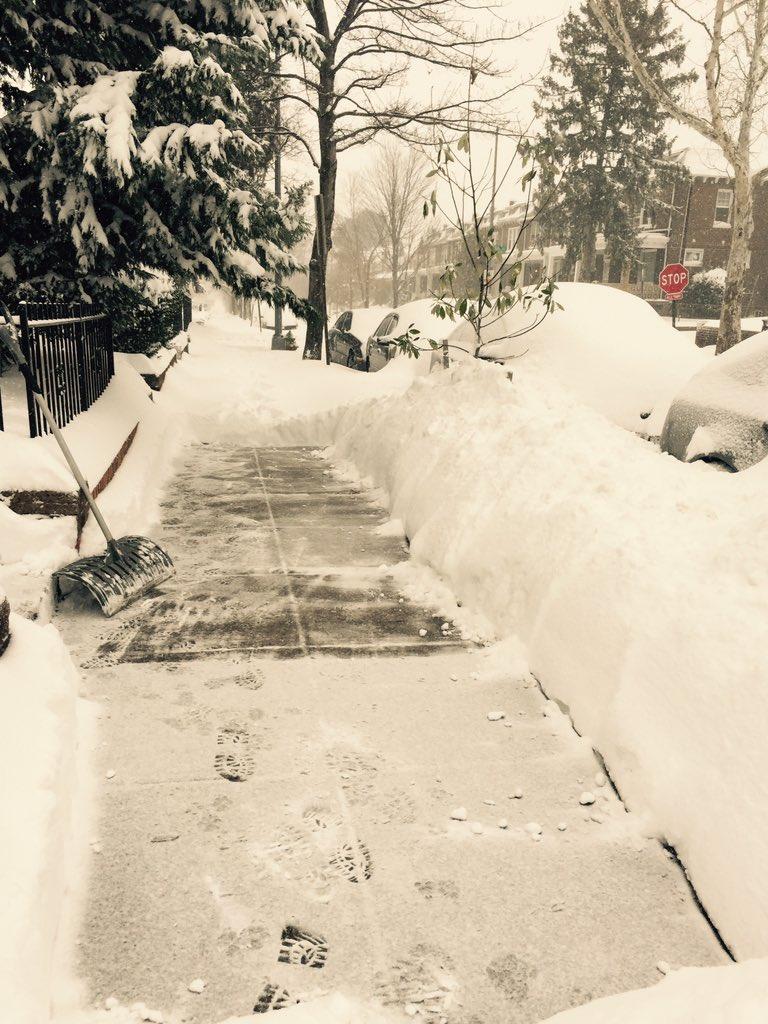 DC gov needs more volunteers to help shovel sidewalks. Please RT & share link: https://t.co/iNC3Ixw0nv #SnowZilla https://t.co/nicZQcXwpj