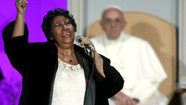 Aretha Franklin offering hotel rooms, meals to #Flint residents https://t.co/A33QdiB5Md https://t.co/liBe9LmiXE