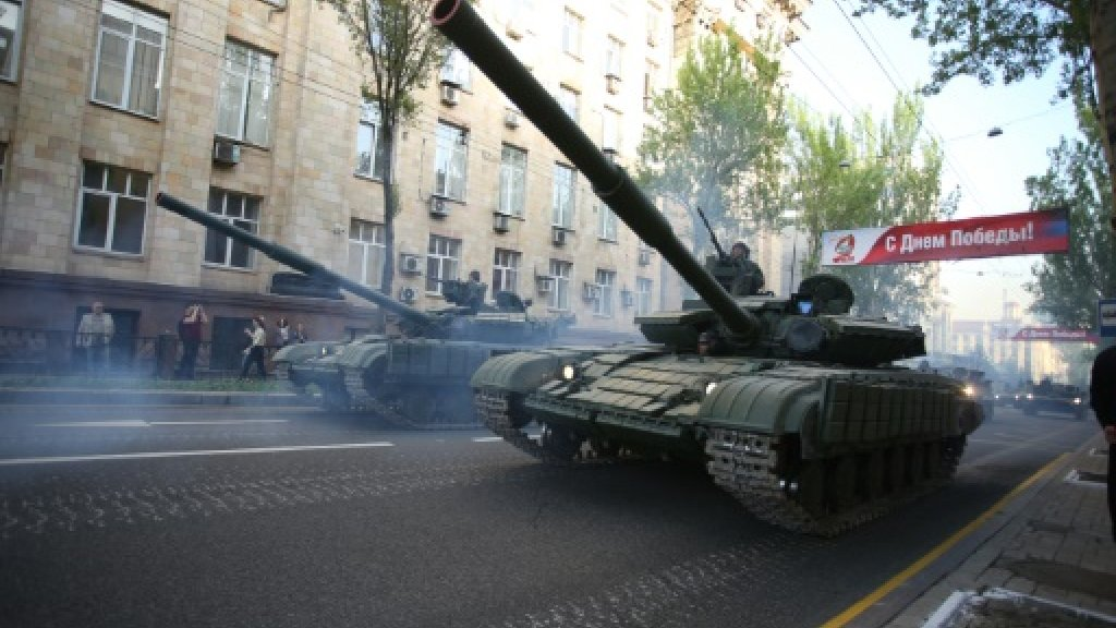 Ukraine rebels roll out banned tanks on WWII Victory Day