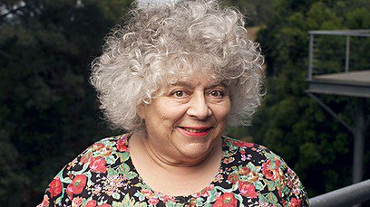Happy 76th birthday to the wonderful Miriam Margolyes, who played Professor Sprout in the films!