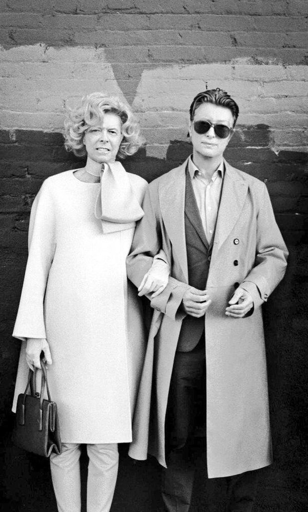 David Bowie as Tilda Swinton.  Tilda Swinton as David Bowie. https://t.co/HeQXzKUNt6