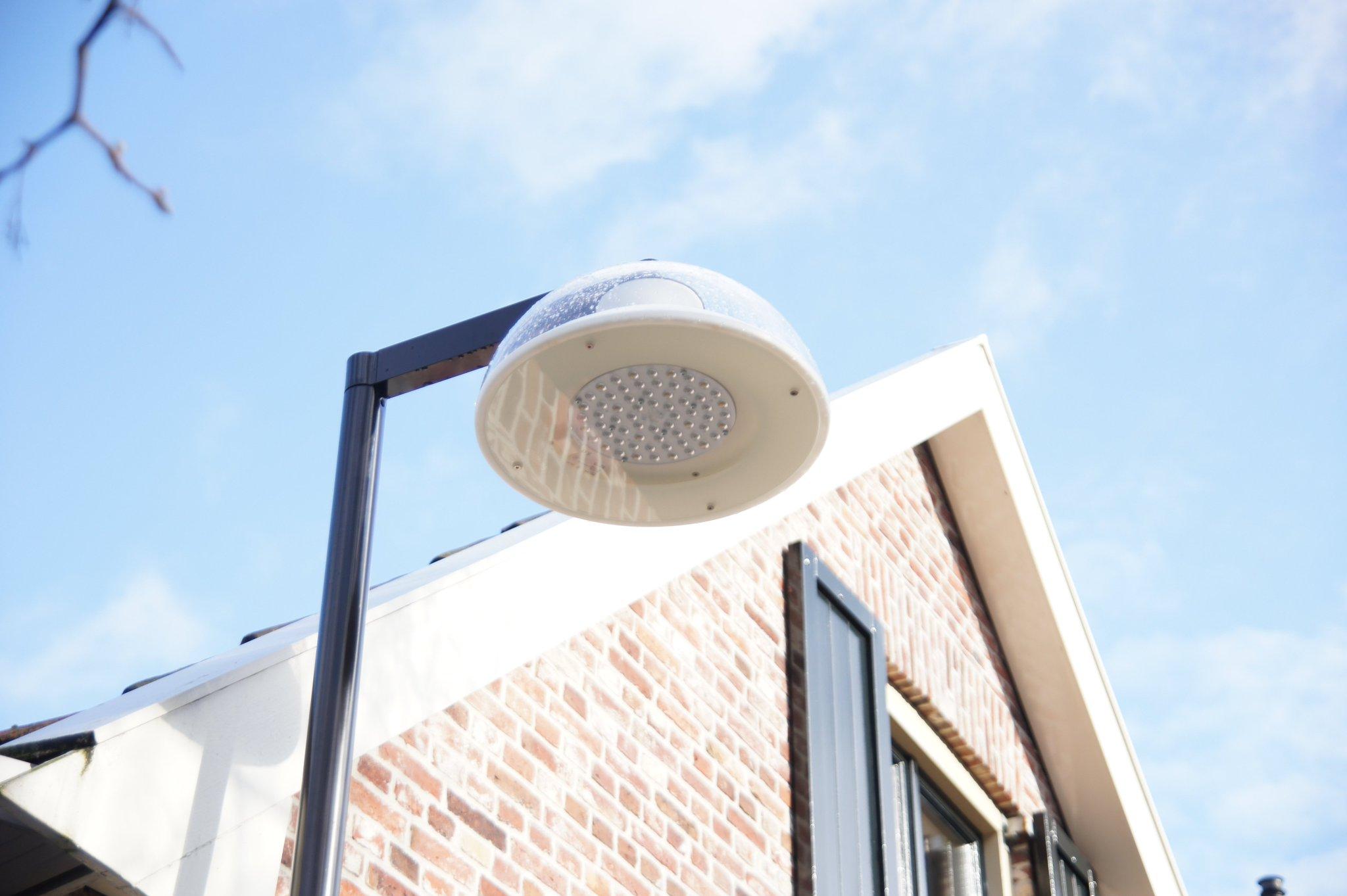 Alweer een primeur: dit keer de nieuwe UrbanMoon LED armaturen van @PhilipsLightNL gezien in @Gemeente_Almelo Mooi! https://t.co/NqCnMHmeM6