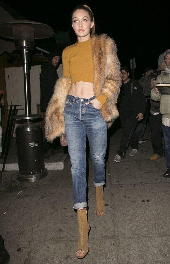 Gigi Hadid in RE/DONE Levi's Jeans - https://t.co/FJXHmGpbx8 @gigihadid @shopredone #boyfriendJeans https://t.co/5VSwj2izMG