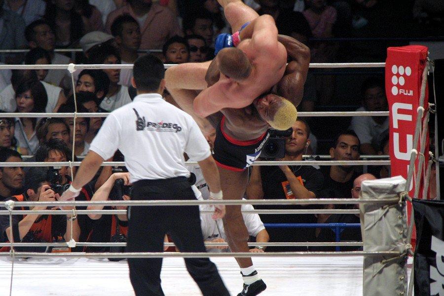 [MMA] 元UFCヘビー級王者・ケビン・ランデルマン、心不全で死去。44歳 https://t.co/lyn22Pa7CX https://t.co/D4AsUl3c2B