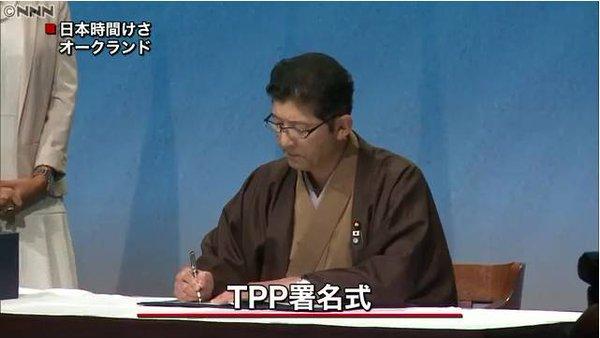 "TPP署名式、日本政府代表は""和服姿""で登場https://t.co/zISNFYi5xd  高鳥副大臣のスタンドプレイだろうが、正式な調印式に「無紋」の羽織は無いだろう。 五つ紋と黒紋付を着るのが本来の正装とされている。 https://t.co/T8Iicw0YQW"