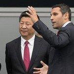 """""""- Donc voici notre club de Manchester City. - Daccord, on sen fout. Vous savez combien coûte Mahrez ?"""" #MCILEI https://t.co/i2vwEg1JeE"""