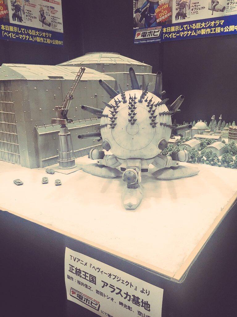電撃ホビーウェブブースでは、ベイビーマグナムのジオラマを展示中!ニコ生ではこのジオラマ完成までの過程が聞けちゃいます!