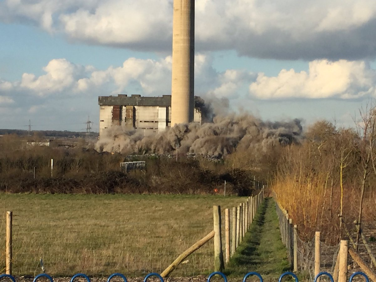 UPDATE: Unconfirmed reports that there are casualties at Didcot https://t.co/CFQistUzlM https://t.co/d3WjObUxpN