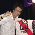 Ron Wood, guitarrista de los Rolling Stones, posó con la camiseta de #RiverPlate. https://t.co/0iwkP7cjqp https://t.co/OnKudpdPzT