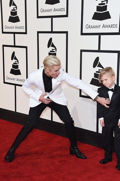 Jaxon is not amused, @justinbieber. @JustinCrew #GRAMMYs https://t.co/AiXv5OpM4Q