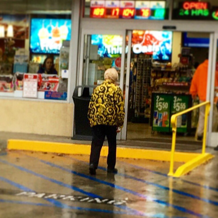 SPOTTED: older woman at the gas station wearing @justinbieber's outfit from the @TheGRAMMYs ! https://t.co/B0q954SXkG