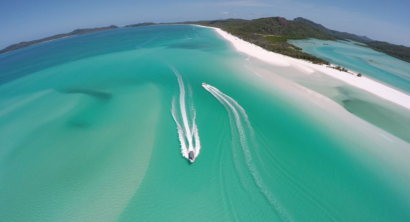 Rush hour at Whitehaven Beach in the @WhitsundaysQLD (via IG/the_itch) https://t.co/YnR70IK3FG