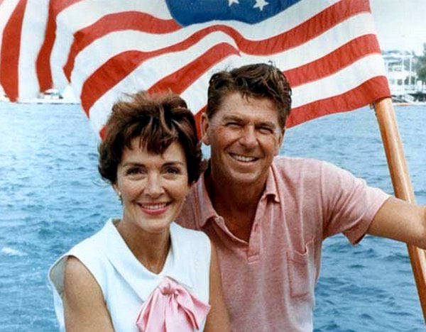 Nancy Reagan was an inspirational & gracious First Lady that we will miss dearly. May she rest in peace. https://t.co/vO0QrrTWz4