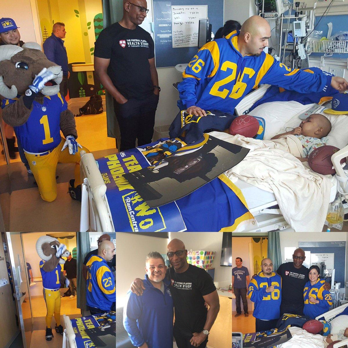 Thank U @EricDickerson @LARamsClub @throwbackjoe66 for visiting 5yo Phoenix, a patient @MCHUCLA & big @RamsNFL fan! https://t.co/yi7Fzn5tUq
