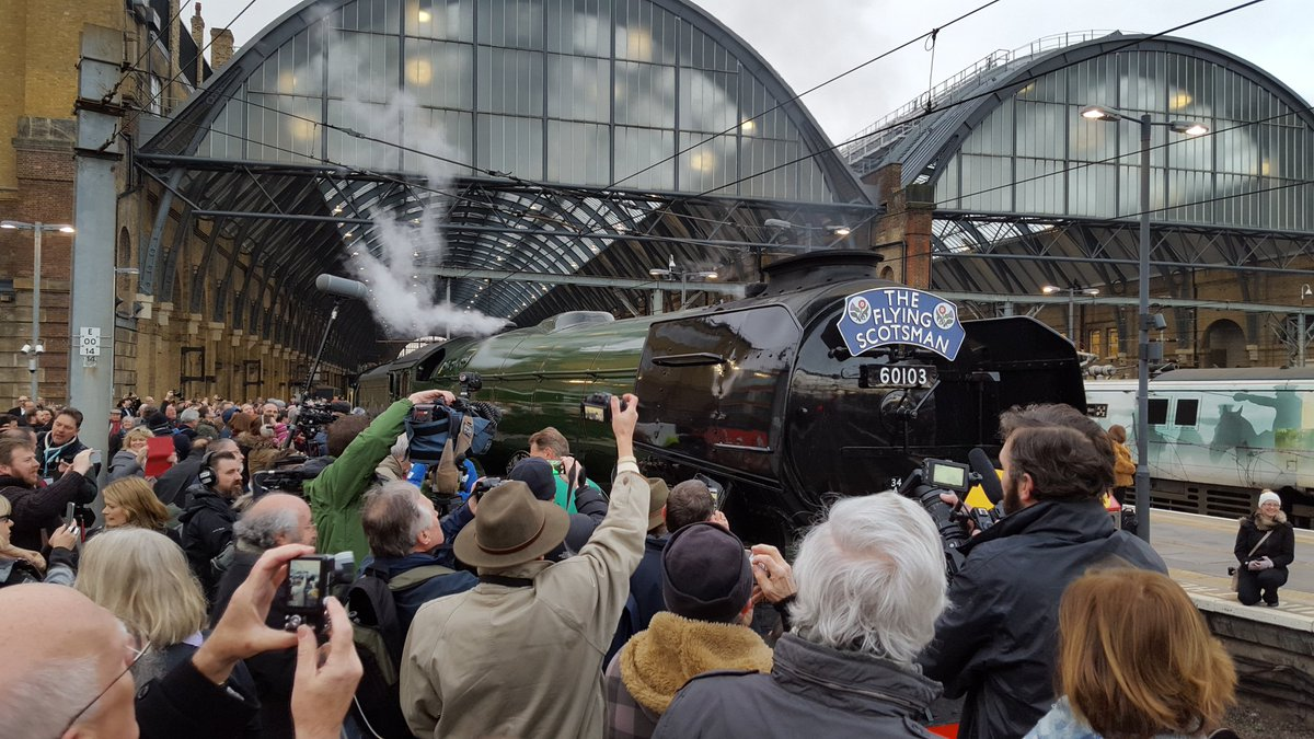 She's getting ready to go! #FlyingScotsman https://t.co/PqvizTacDd
