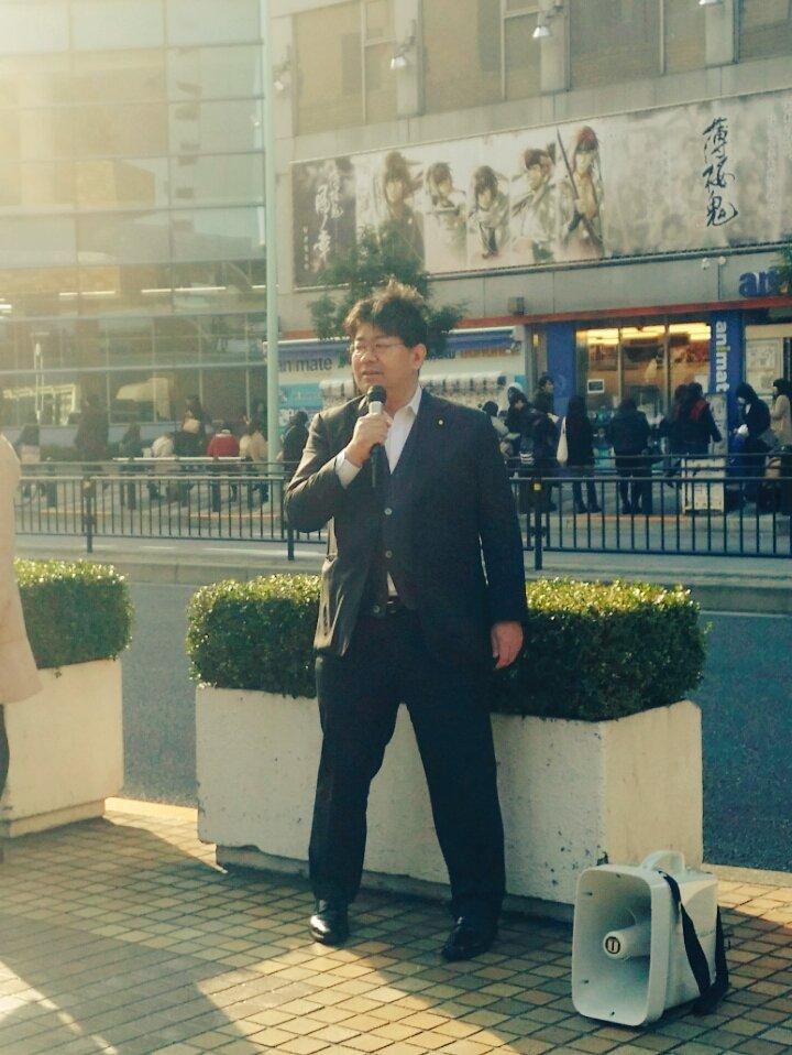 池袋サンクリ前で「表現の自由を守る党」を立ち上げた山田太郎議員が演説中です。 https://t.co/HRTBvFqfcB https://t.co/tFIUE2SjAO