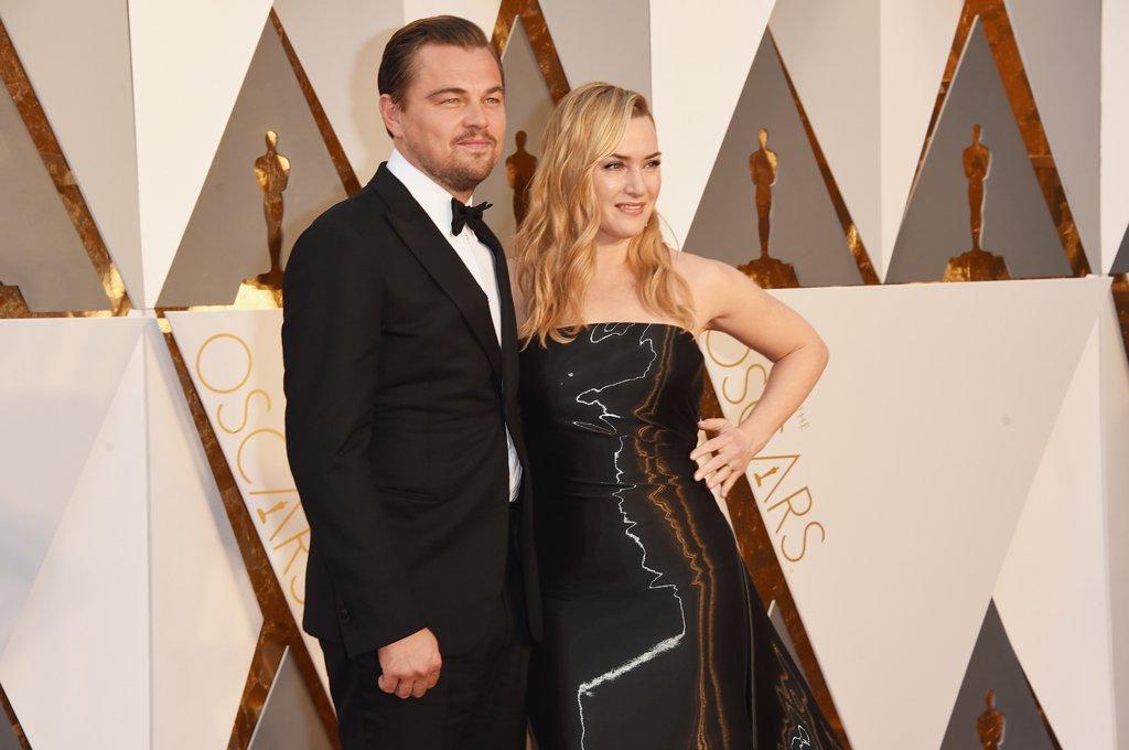 Leonardo DiCaprio y Kate Winslet, el posado más esperado de la noche #Oscars https://t.co/T7gspzLPAc