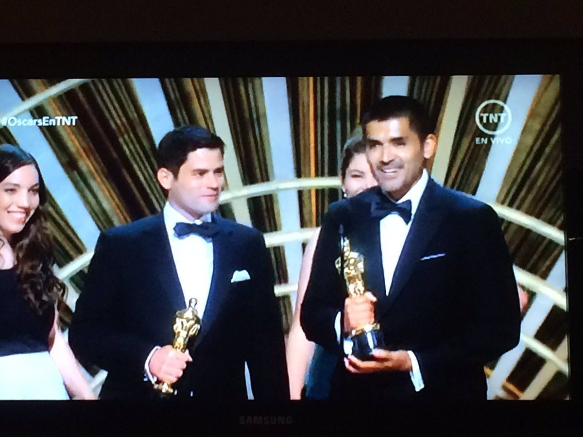 Orgullosos nos despedimos hasta mañana con un #Oscar para #BearStory, gracias por este triunfo! https://t.co/BybG0FRjPw