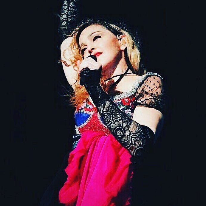 Dreaming about Down Under????????????????❤️ #rebelhearttour https://t.co/eeJwv42RG9