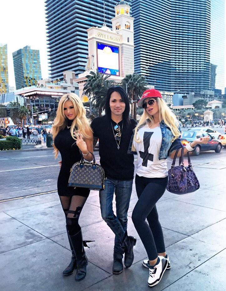 Every day i worry all day, about whats waiting in the bushes of love..���� @KinaTavarozi @JazyBerlin #Vegas https://t.co/eSuvVUSgZa