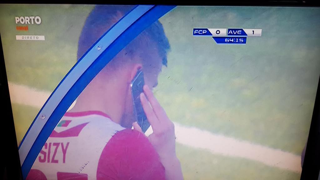 Alô, mãe? Liga a televisão que eu vou entrar agora #SegundaLiga https://t.co/ElxYUut6u3