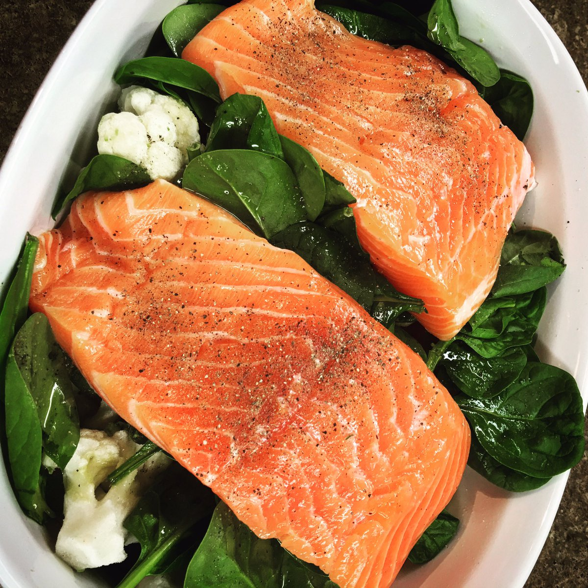 #lunch is #salmon on bed of veggies into the oven for 30mins... #healthyeating #lowcarb #homeawayfromhome #winnipeg https://t.co/IM1kuVlJH6