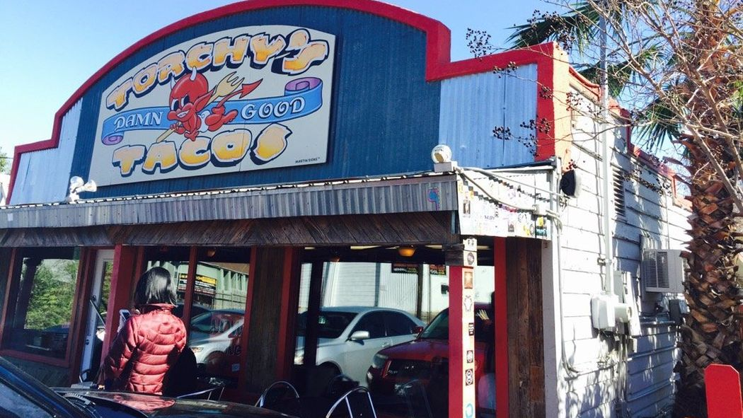 President Obama stops motorcade for Torchy's Tacos in Austin https://t.co/8rkMjIuxdY https://t.co/aXNSgsEu5O