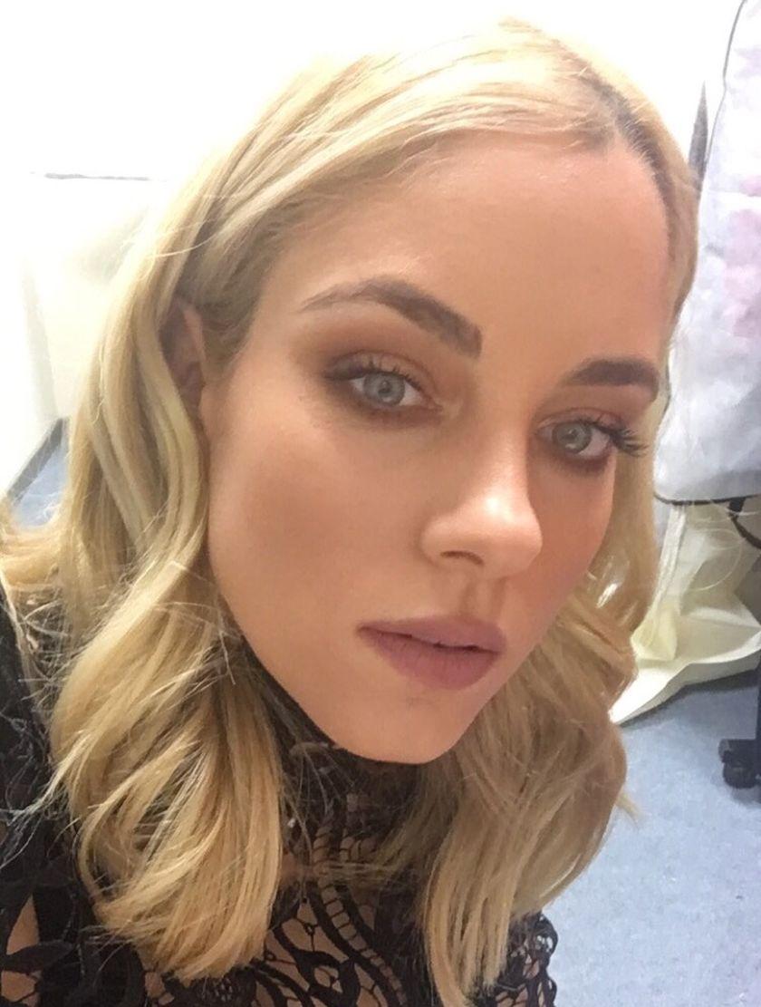 Η @dutchesss_  εξηγεί, βήμα βήμα,πώς θα κάνουμε το αγαπημένο της μακιγιάζ από το @ola_tvshow:https://t.co/ZOwKhh3Dhf https://t.co/aB4ZqXbMY3