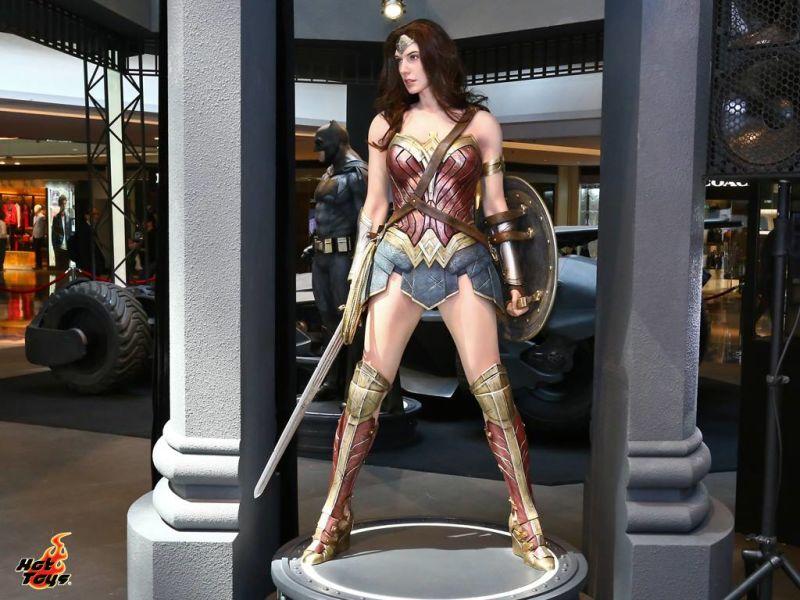 Компания Hot Toys представила «фигурку» Чудо-женщины в натуральную величину. Детализация впечатляет https://t.co/3vDfRC7PJE