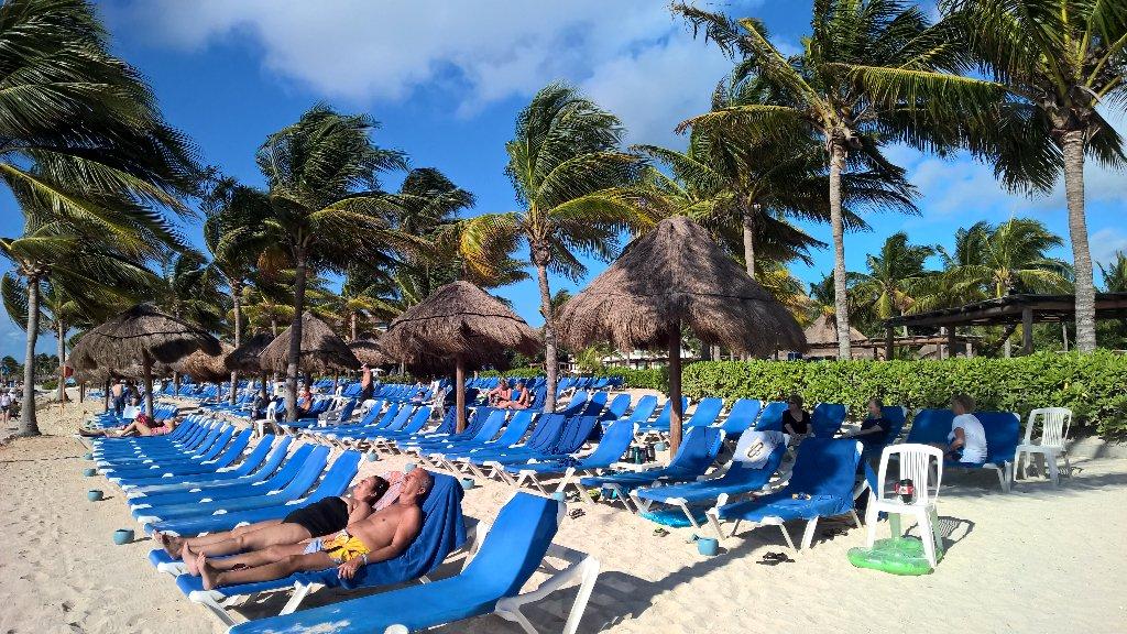 Precioso dia de sol en el Caribe Mexicano :-) @RivieraMaya  @BlueBayHotels #BlueBayTrips https://t.co/MawaNokwlf