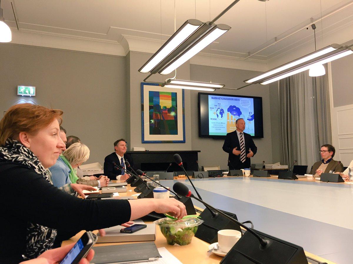 Bij de VVD voor een workshop over het klimaatakkoord met @remcovvd, @andrebosman en @annewillucas https://t.co/Qa87J6W3Ps