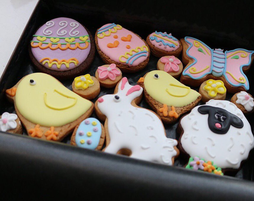 #Competition -F+RT @CustomCookieCo & @ConciergeAngel to #win a lovely box of freshly baked #Easter cookies https://t.co/GAa3LqxJtC