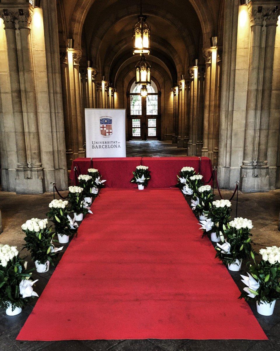 Des d'ara i fins les 22 h, obrim un espai de condolències al vestíbul de l'Edifici Històric de la #UniBarcelona. https://t.co/cq7NDRreo3
