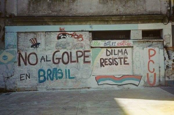 #RT►@sandra_miria Olhem que lindo. Dilma Resiste #LulaLiderMundial  https://t.co/rGz4xFbTpb