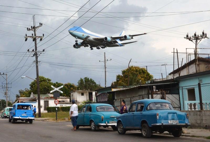 This photo of Air Force One landing in Cuba via @Reuters https://t.co/IYVRKcHGGk