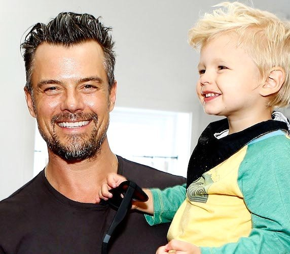 RT @joshduhamel: I guess we both like sea turtles. https://t.co/zMWD99kcDC