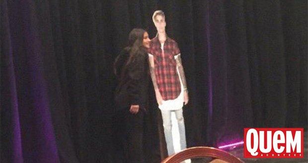 Fãs pagam R$ 7,3 mil para encontro c/ #JustinBieber e dão de cara com totem de papelão https://t.co/lBw0zt2Eba https://t.co/dXFMTvS5eR
