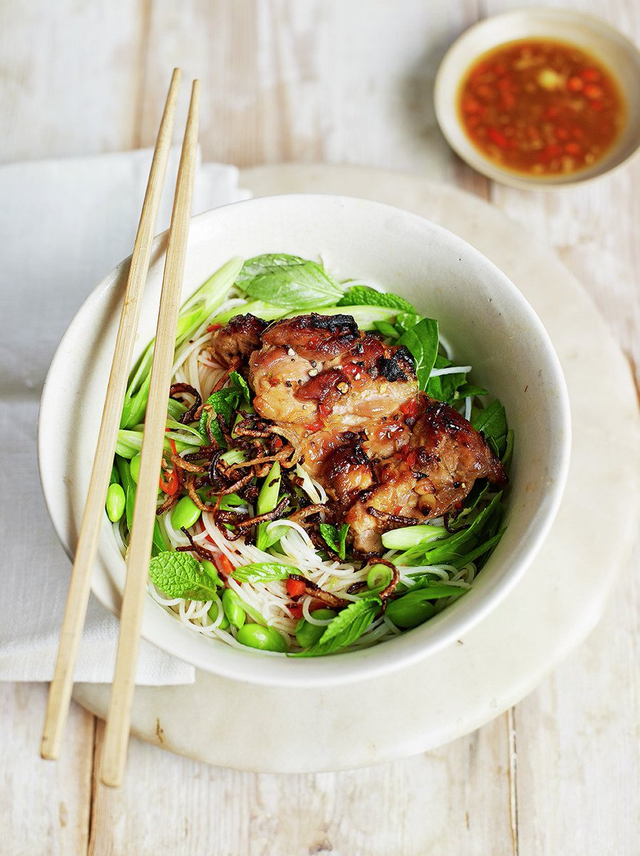 #RecipeOfTheDay - From the latest issue of @JamieMagazine, #chicken & spring green bun cha: https://t.co/EVtmYwaJYF https://t.co/EgmuqOsvuR