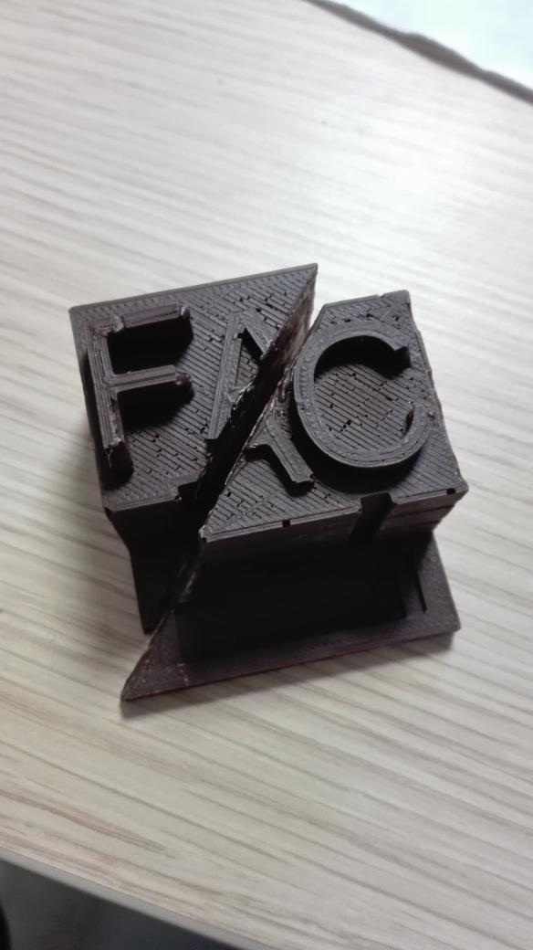 Premier prototype #3dprint + silicone alimentaire de @Bicephale3D  Et fourré au praliné ! #rennes #labfab https://t.co/2x2rvrwaNK