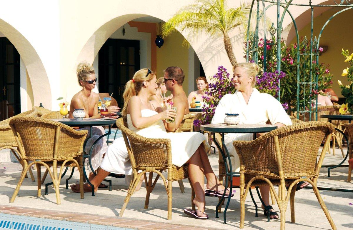 Heute wird unsere #Poolbar eröffnet. Das heißt offiziell der #Frühling ist da! ☀ #Mediterana #TGIF #Wochenende #Spa https://t.co/HFk0UYRL3K