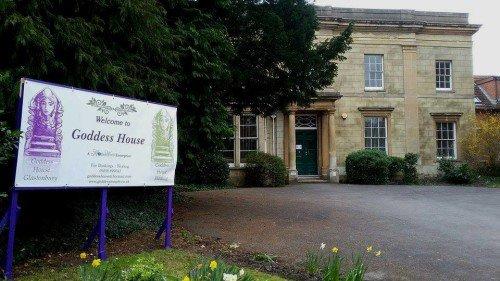 Goddess House Opens in Glastonbury https://t.co/L1yuapztLN #pagan #goddess #Glastonbury https://t.co/DKmT5oa0g8